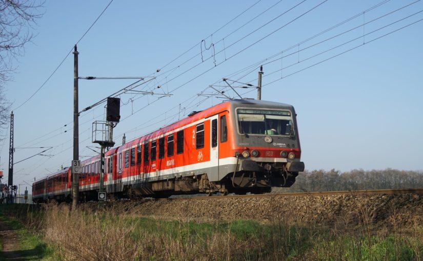 628 633 als RE66 nach Szczecin Główny am Bahnübergang Danewitz