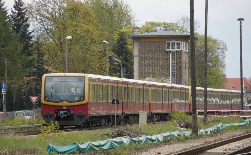 S5 verläßt den Bahnhof Fredersdorf