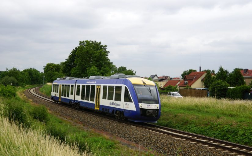 HEX VT 809 verläßt den Bahnhof Teicha
