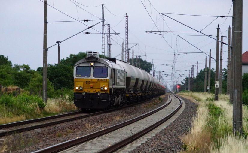 ECR 266 442-3 mit einem Zementzug bei Torgau