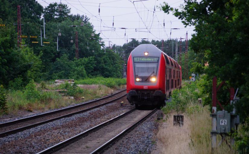 RE3 verläßt den Bahnhof Herzberg (Elster)