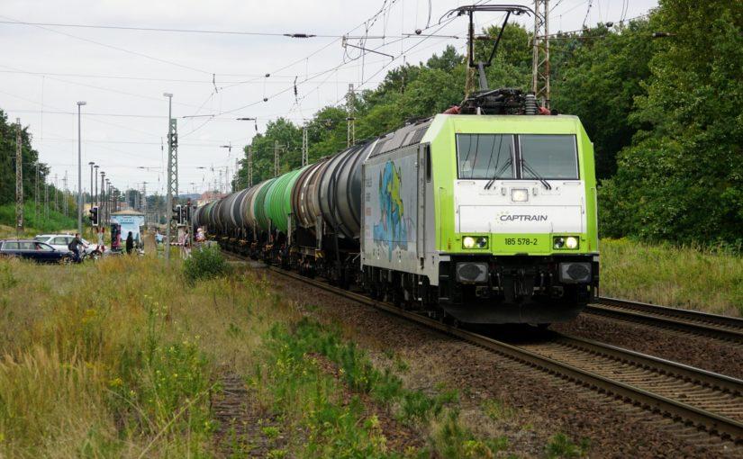 Captrain 185 578-2 am Bahnübergang Tierpark