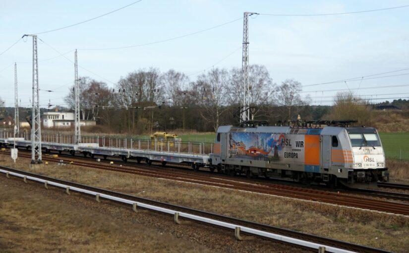 HSL E 186 181-4 durchfährt Schönwalde