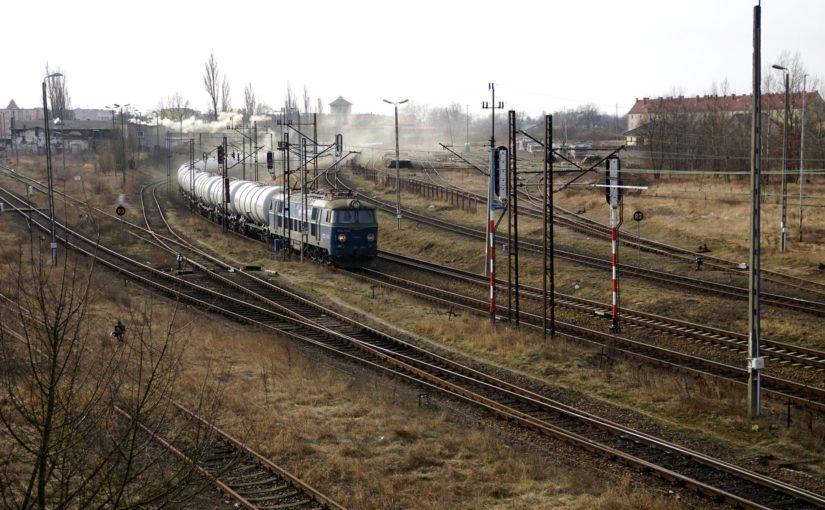 ET22-1147 durchfährt Kostrzyn nad Odrą