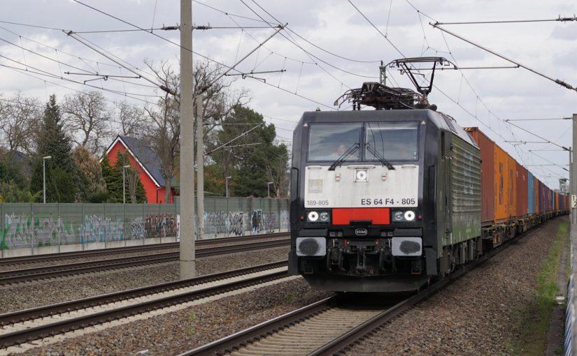189 805 mit einem Containerzug bei Staaken