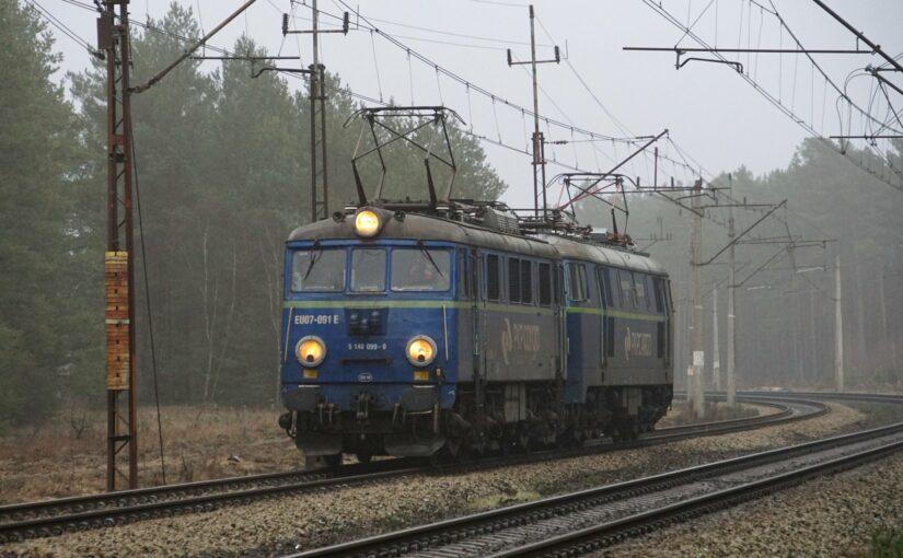 EU07-091 und ET22-931 in Pliszka