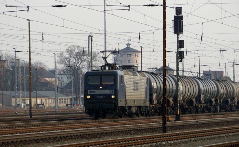 RBH 128 mit einem Güterzug in Angermünde