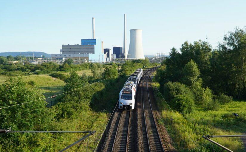 RE1 am Kraftwerk Ensdorf