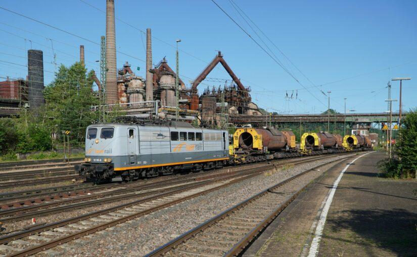 SAAR RAIL 151 165-8 mit 3 Torpedopfannenwagen im Bahnhof Völklingen