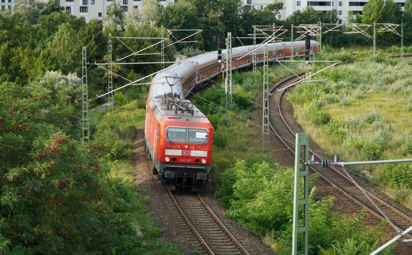 RE 18484 an der Behmbrücke