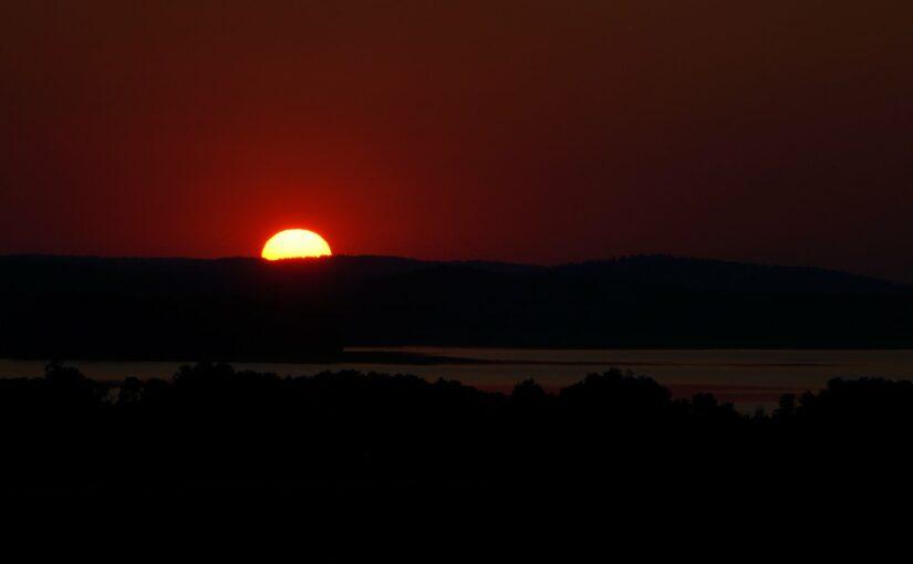 wenn die Sonne hinter dem Parsteinsee verschwindet