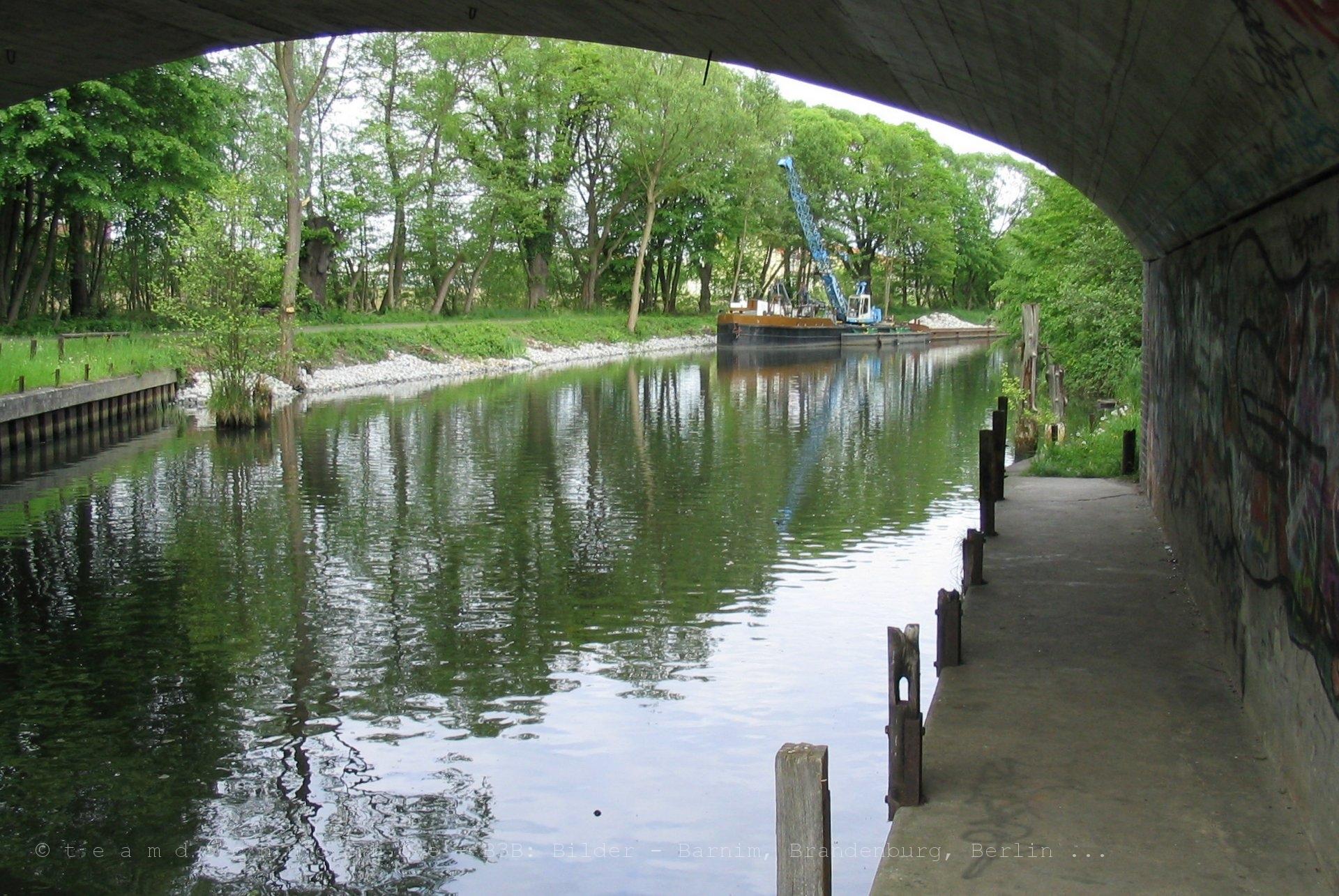 Schwimmgreifer des WSA Eberswalde ABz Finowfurt im Finowkanal