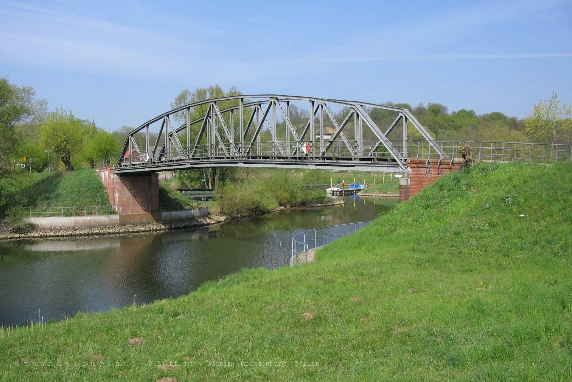 Brücke über die HFW bei Stolzenhagen (Oder)