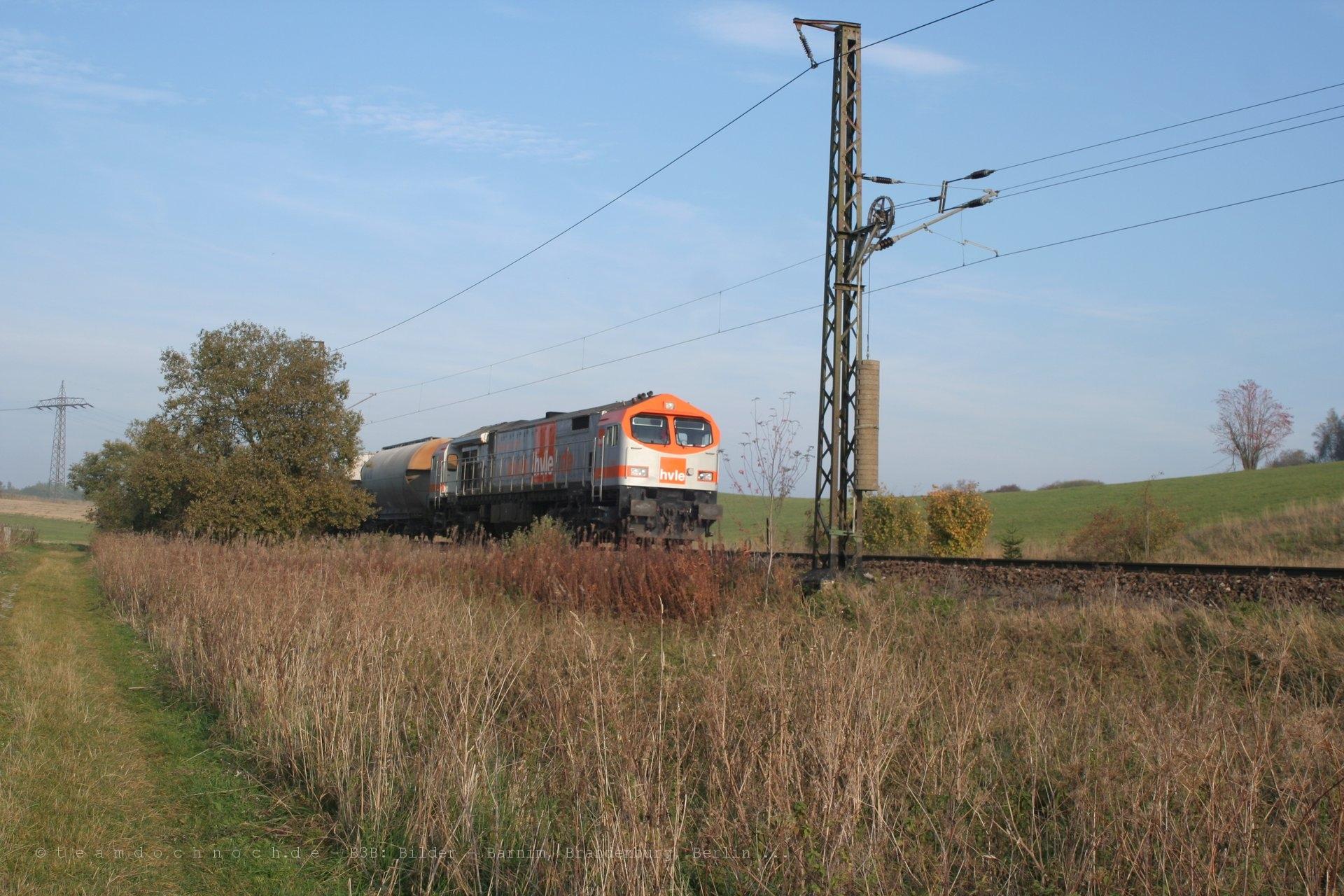 HVLE V330.2 und V330.1 mit einem Güterzug auf der Rübelandbahn