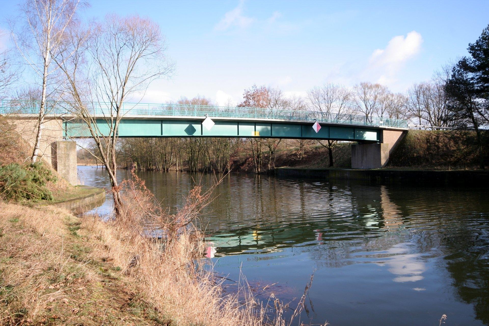 Teerofenbrücke über die HFW