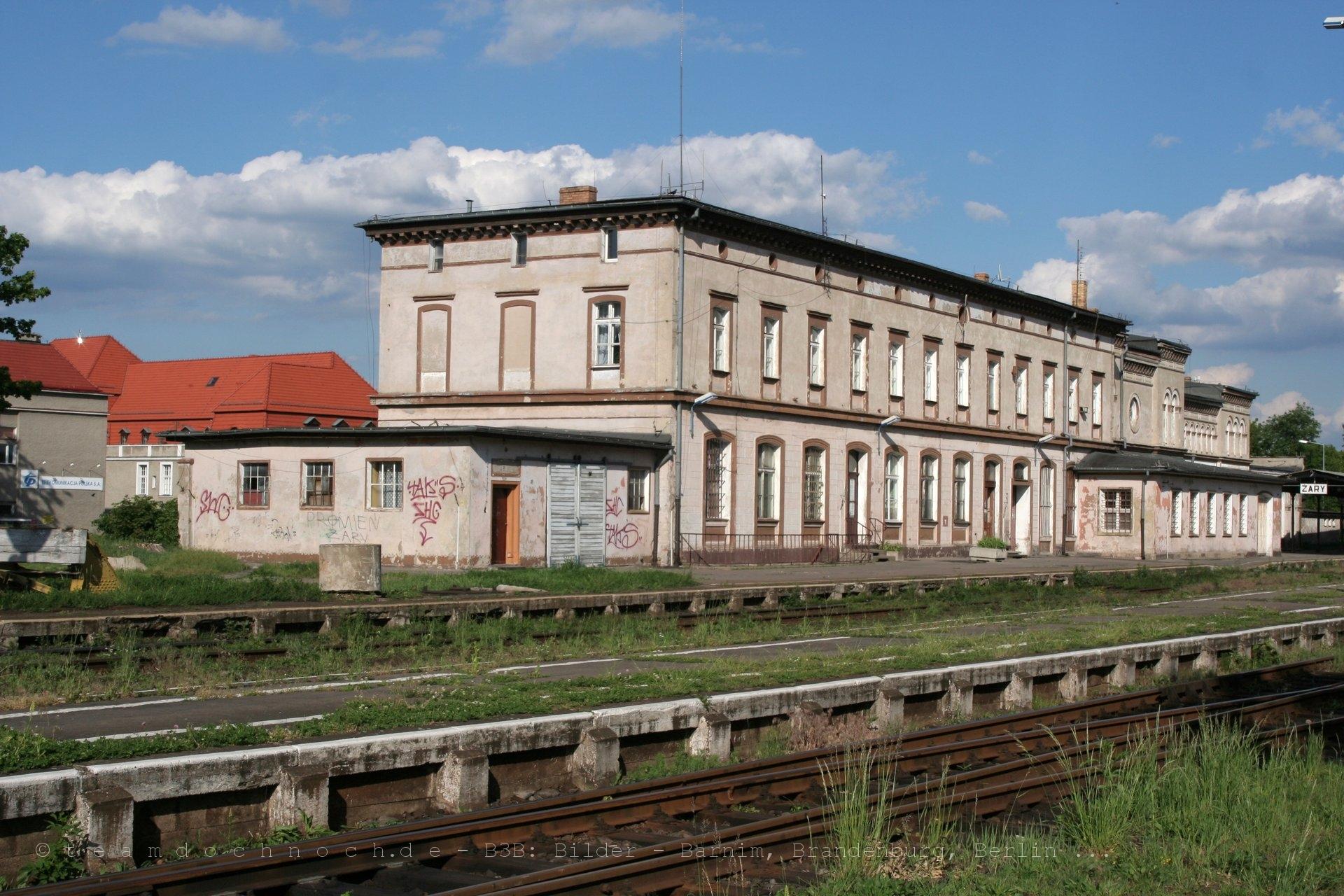 Bahnhof Zary in der Frühlingssonne