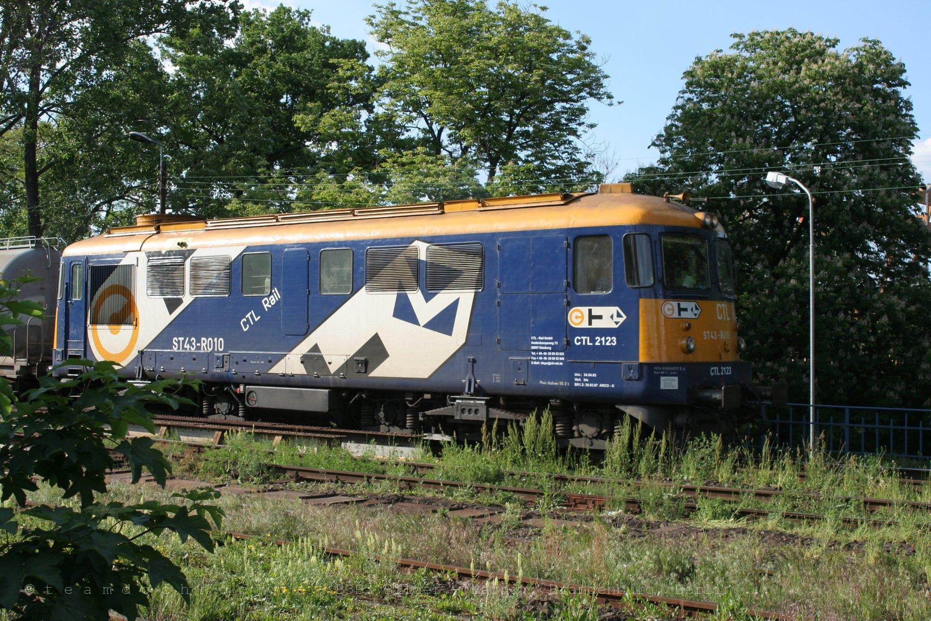 CTL 2123 verläßt Zary nach Süden auf der Bahnstrecke Miłkowice–Jasień