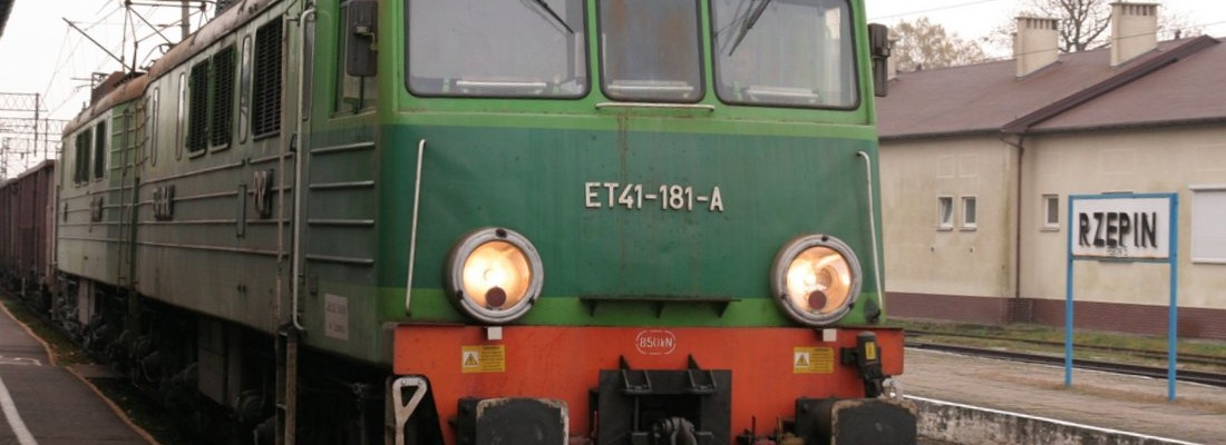 ET41-181A/B durchfährt den Bahnhof Rzepin