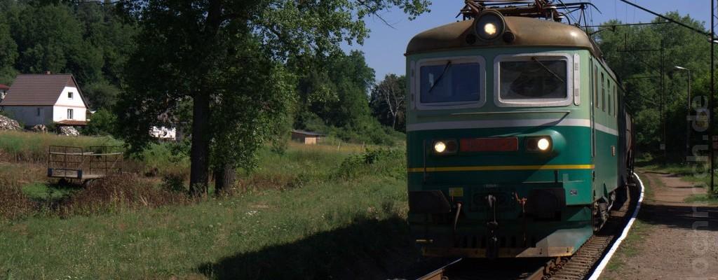182 070-3 bei der Durchfahrt durch Lesięcin