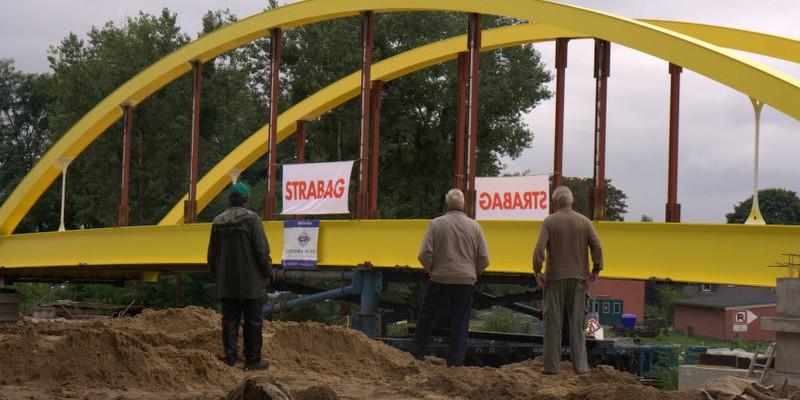 Einschwimmen der neuen Steinfurther Brücke