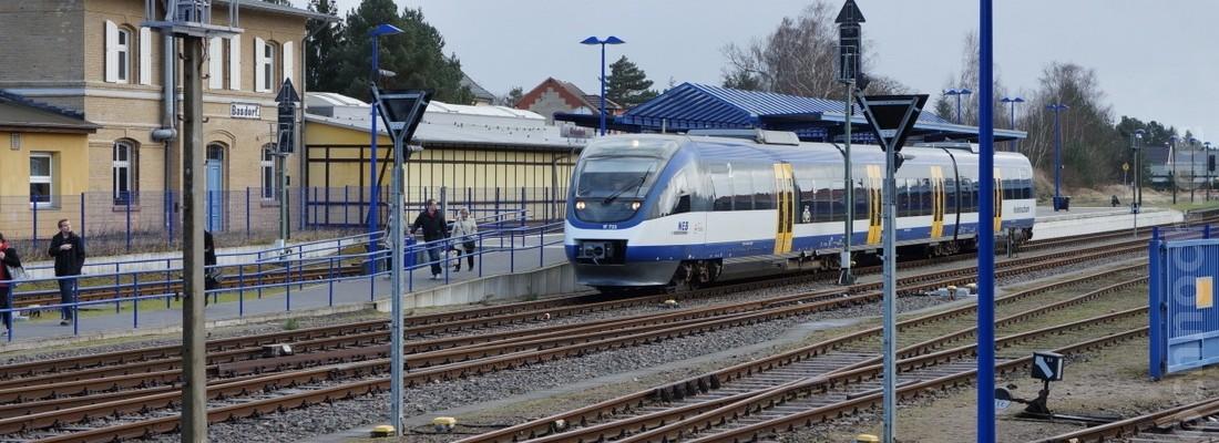 VT 733 der Niederbarnimer Eisenbahn im Bahnhof Basdorf