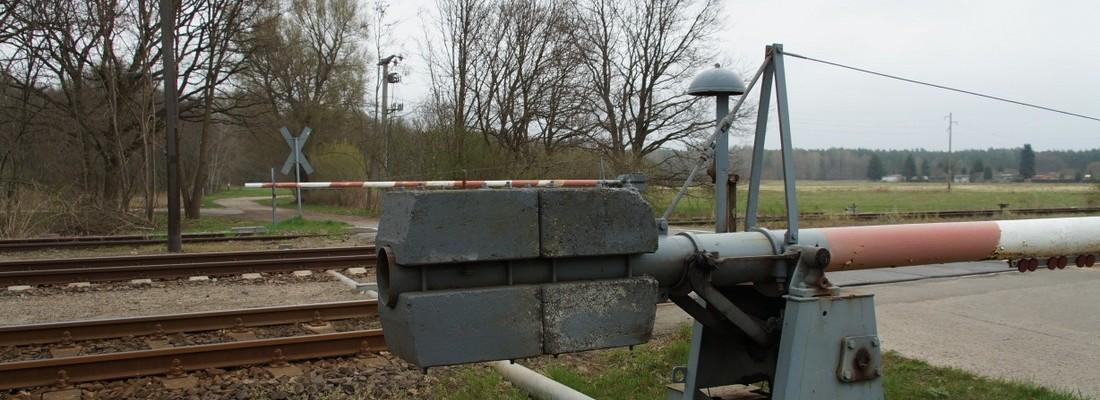 Bahnübergang mit Schranken in Löcknitz