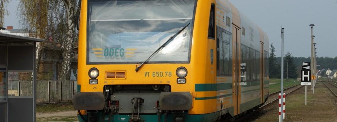 Regioshuttle der ODEG im Bahnhof Joachimsthal