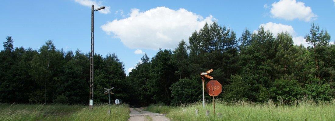 Bahnübergang westlich von Kąkolewo