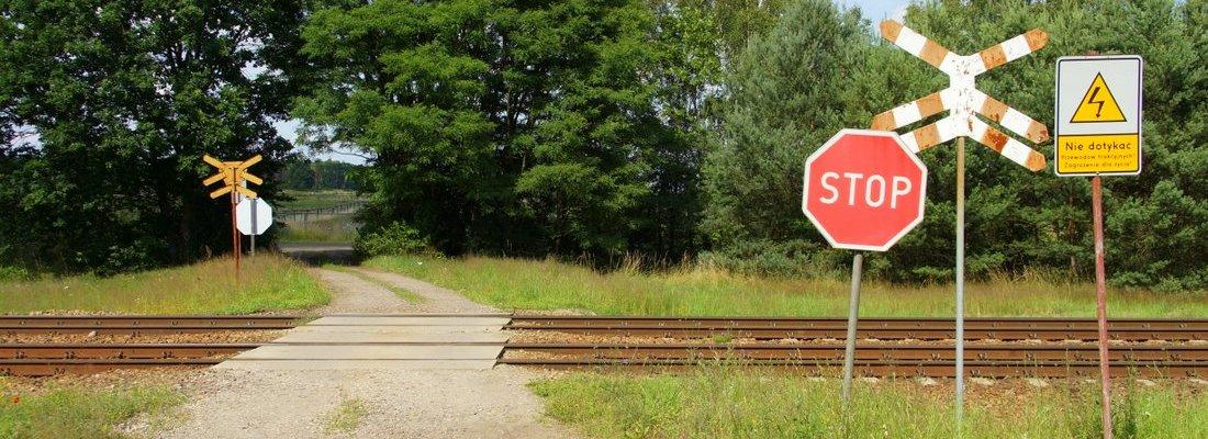 Bahnübergang nördlich von Gądków Wielki
