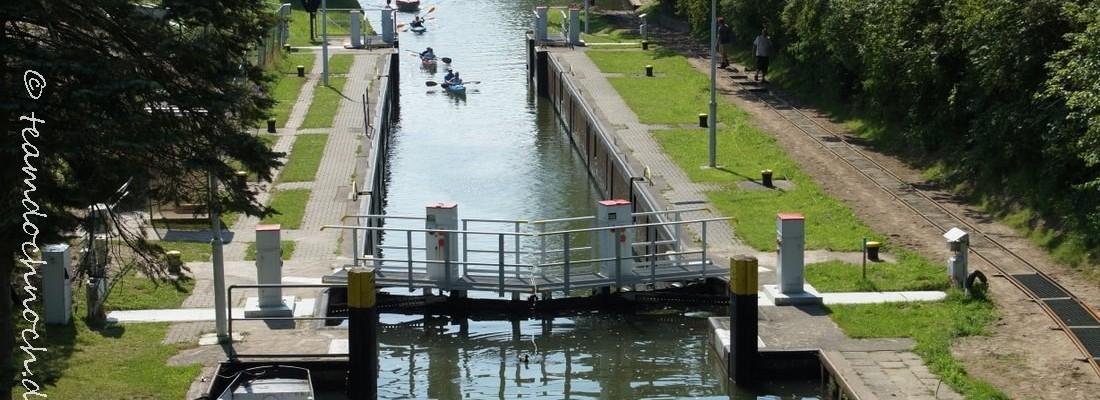 Bau einer Bootsschleppe an der Schleuse Canow
