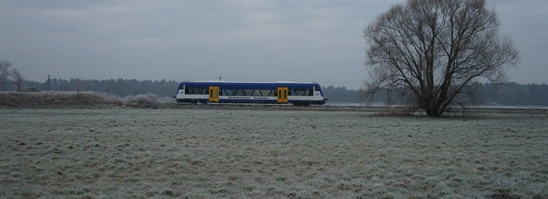 Regioshuttle der Niederbarnimer Eisenbahn westlich vom Bahnhof Friedersdorf
