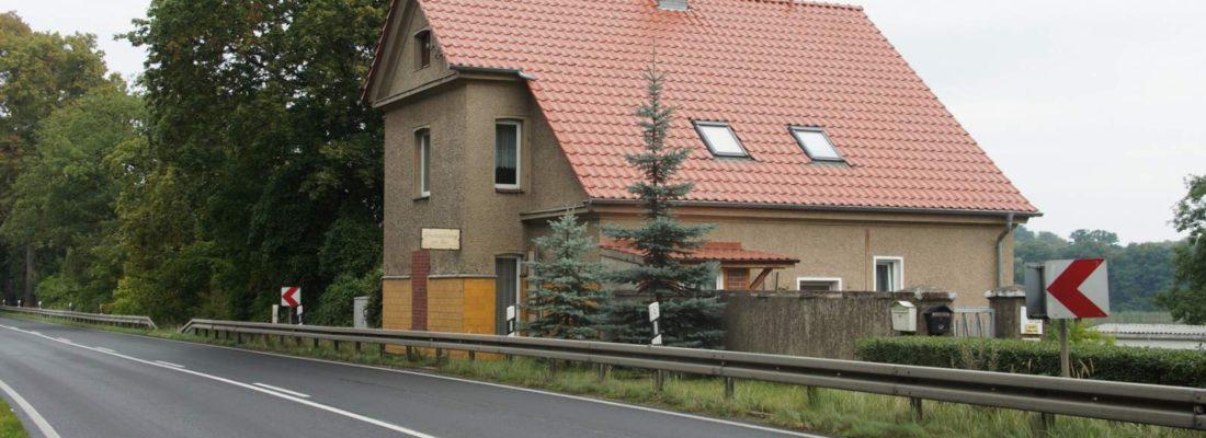 Chausseehaus südlich von Weisdin, B96