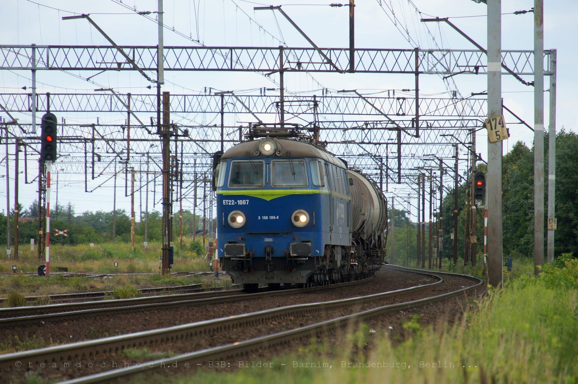 ET22-1007 mit einem Kesselwagenzug in Stargard