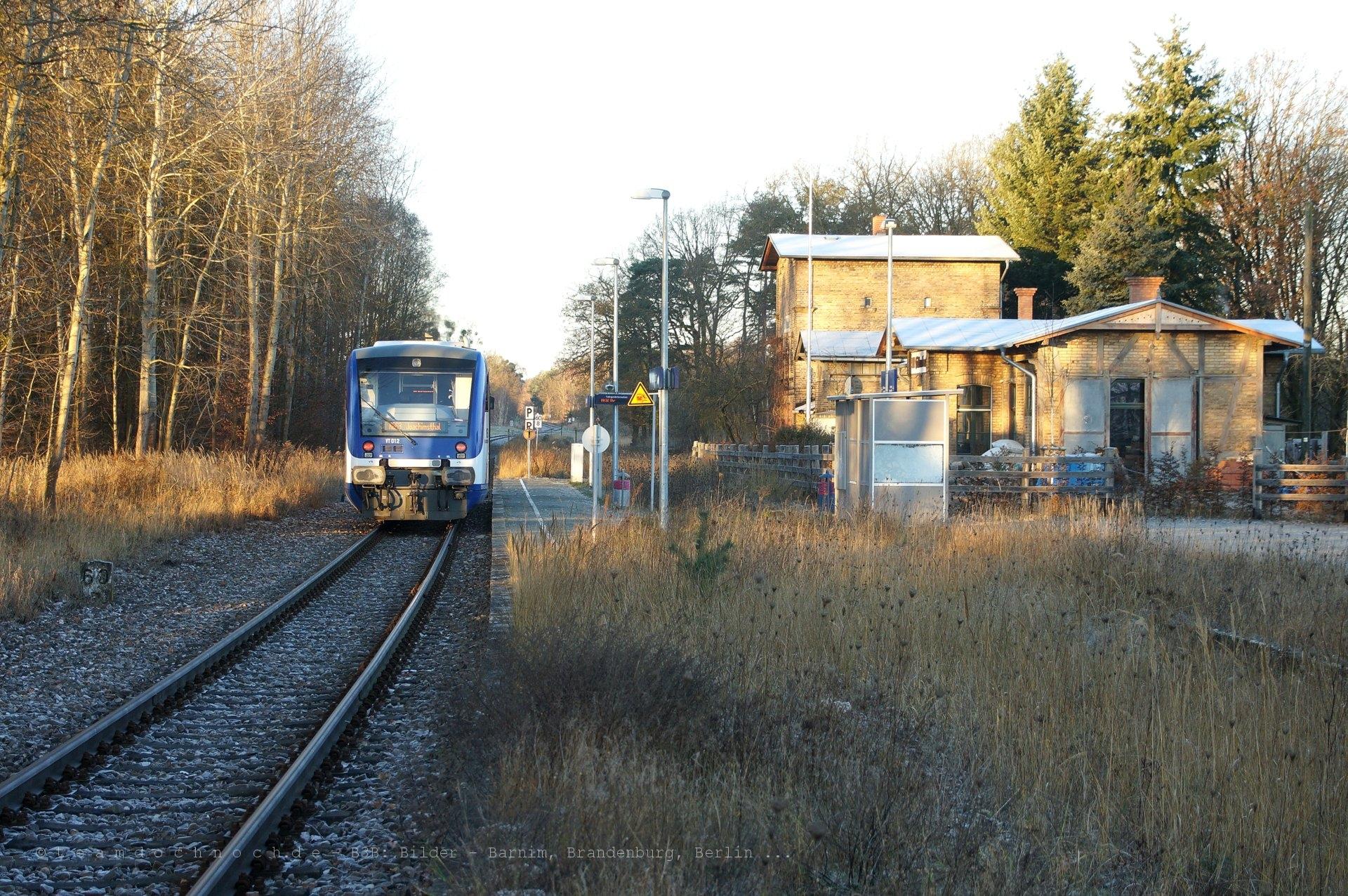NEB VT012 im Bahnhof Althüttendorf