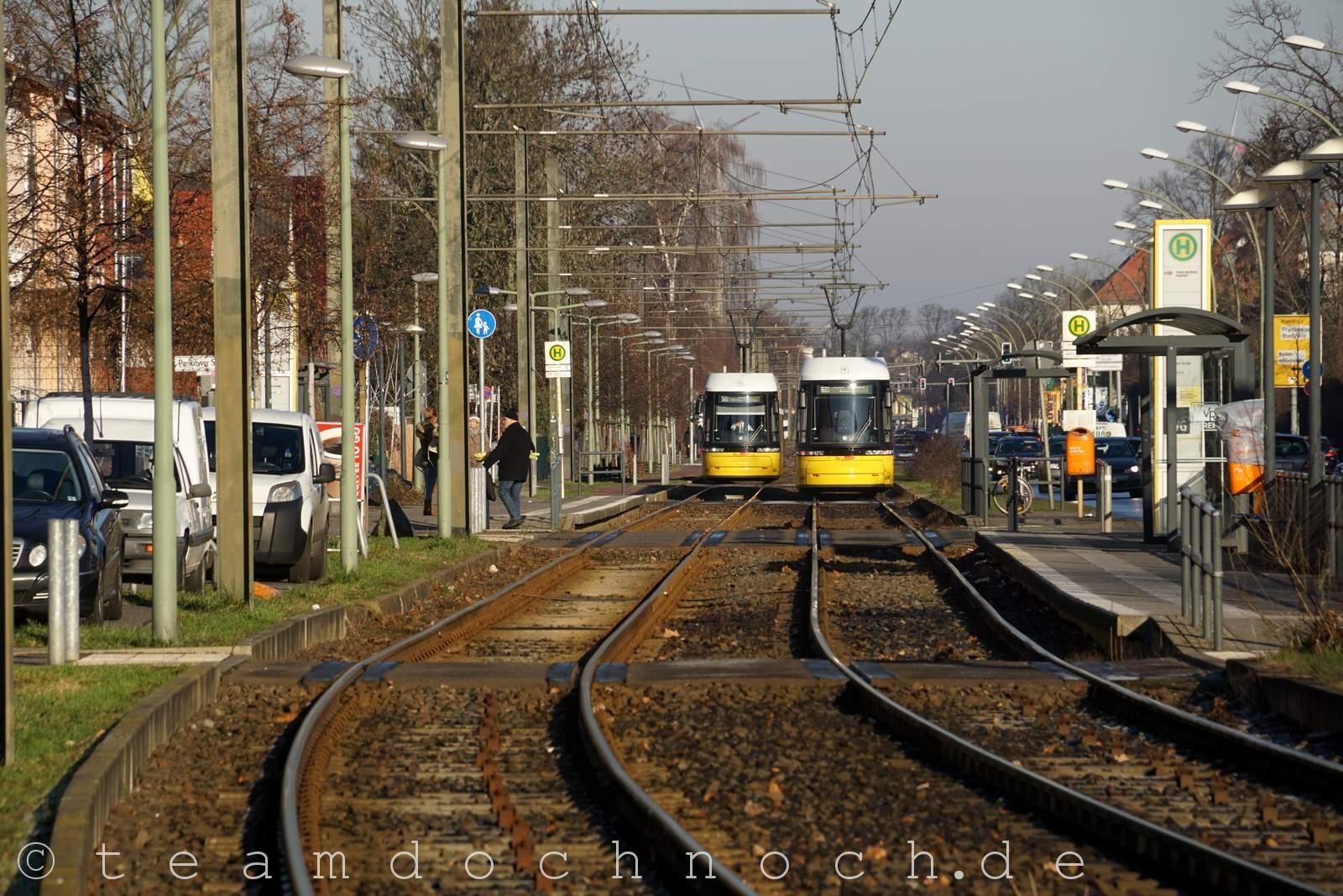 Straßenbahnen auf der Pasewalker Straße in Berlin