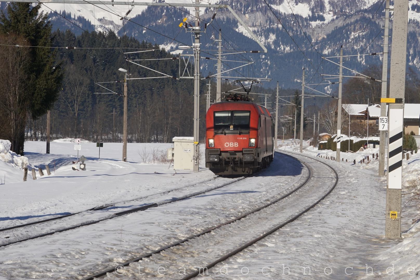 1116 256 südlich vom Bahnhof von Oberndorf in Tirol auf dem Weg Richtung Innsbruck