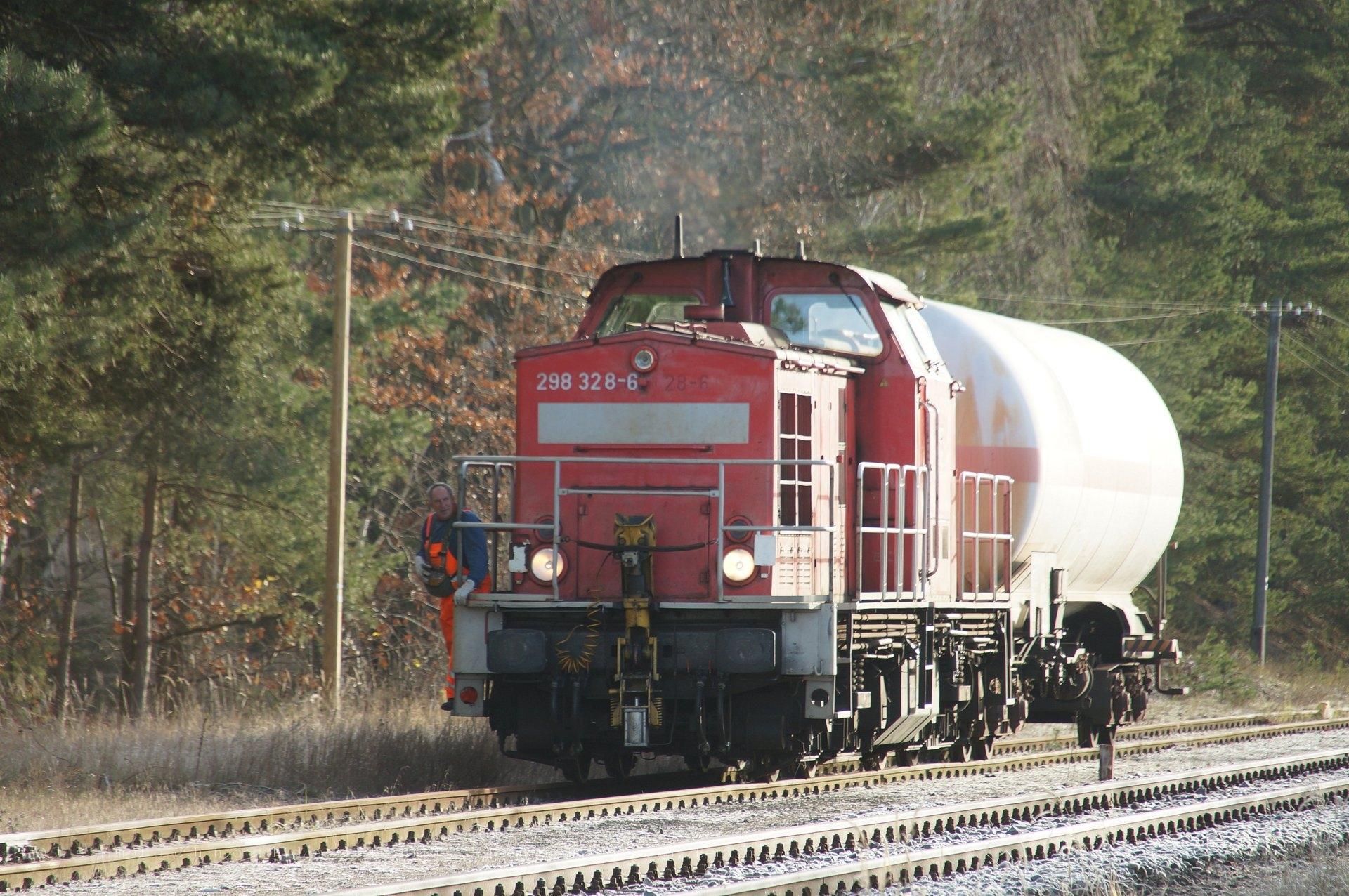 298 328-6 rangiert in Milmersdorf