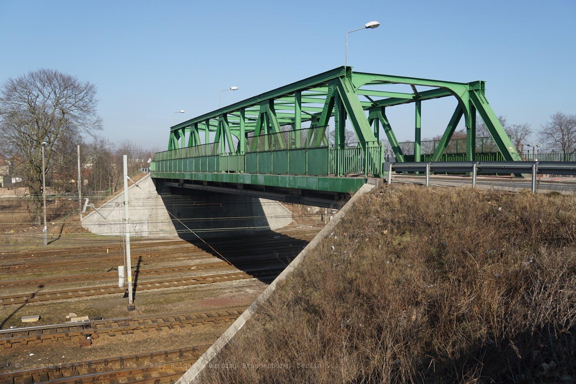 Straßenbrücke über die Ostbahn in Krzyż Wielkopolski