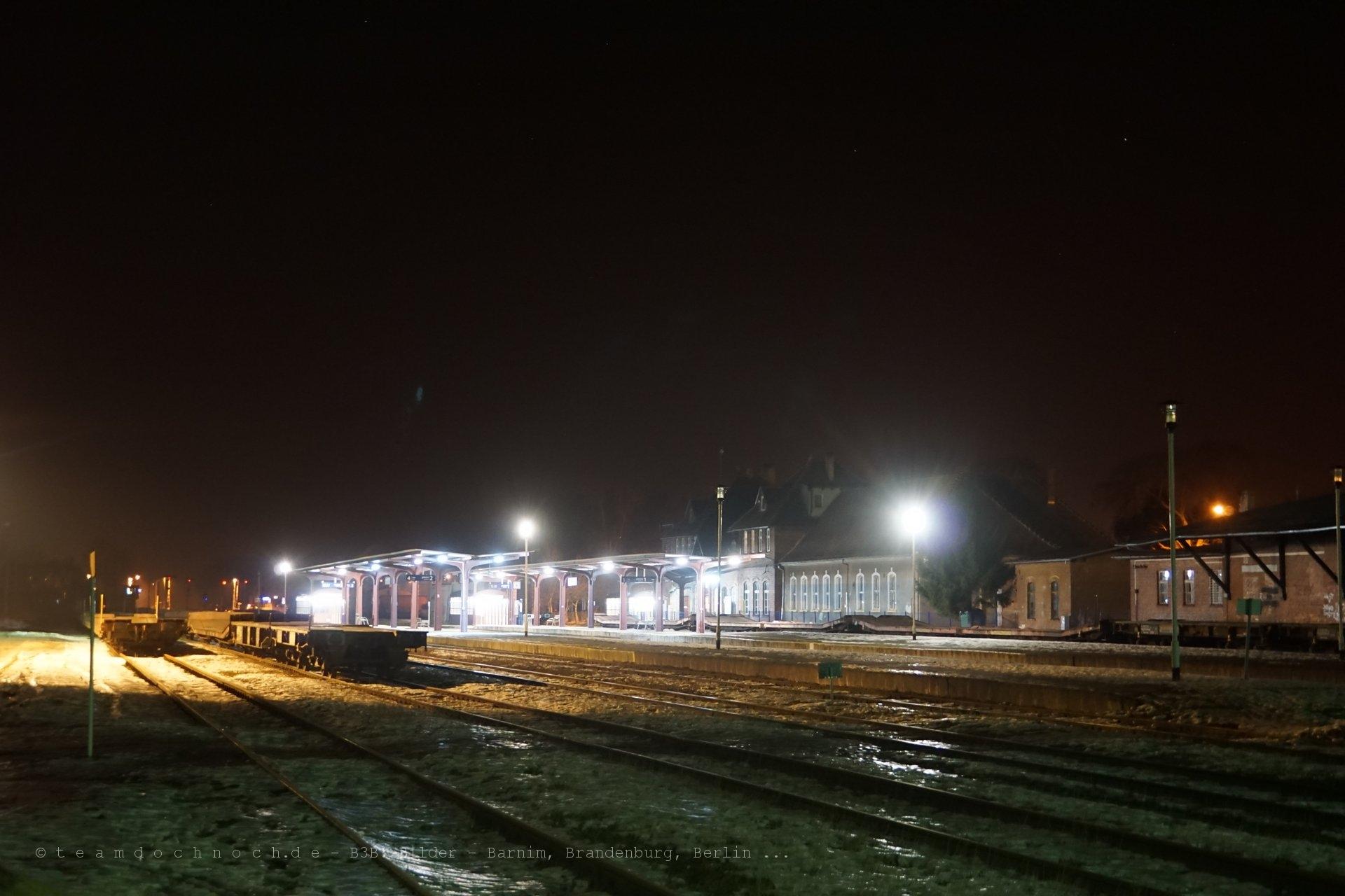 Bahnhof Złocieniec bei Nacht