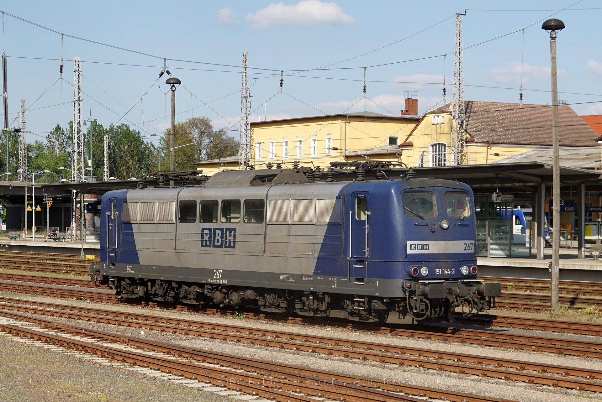RBH 151 144-3, der Eberswalder Streckenrangierdiesel und ein Zug mit einer 232 der East West Railway