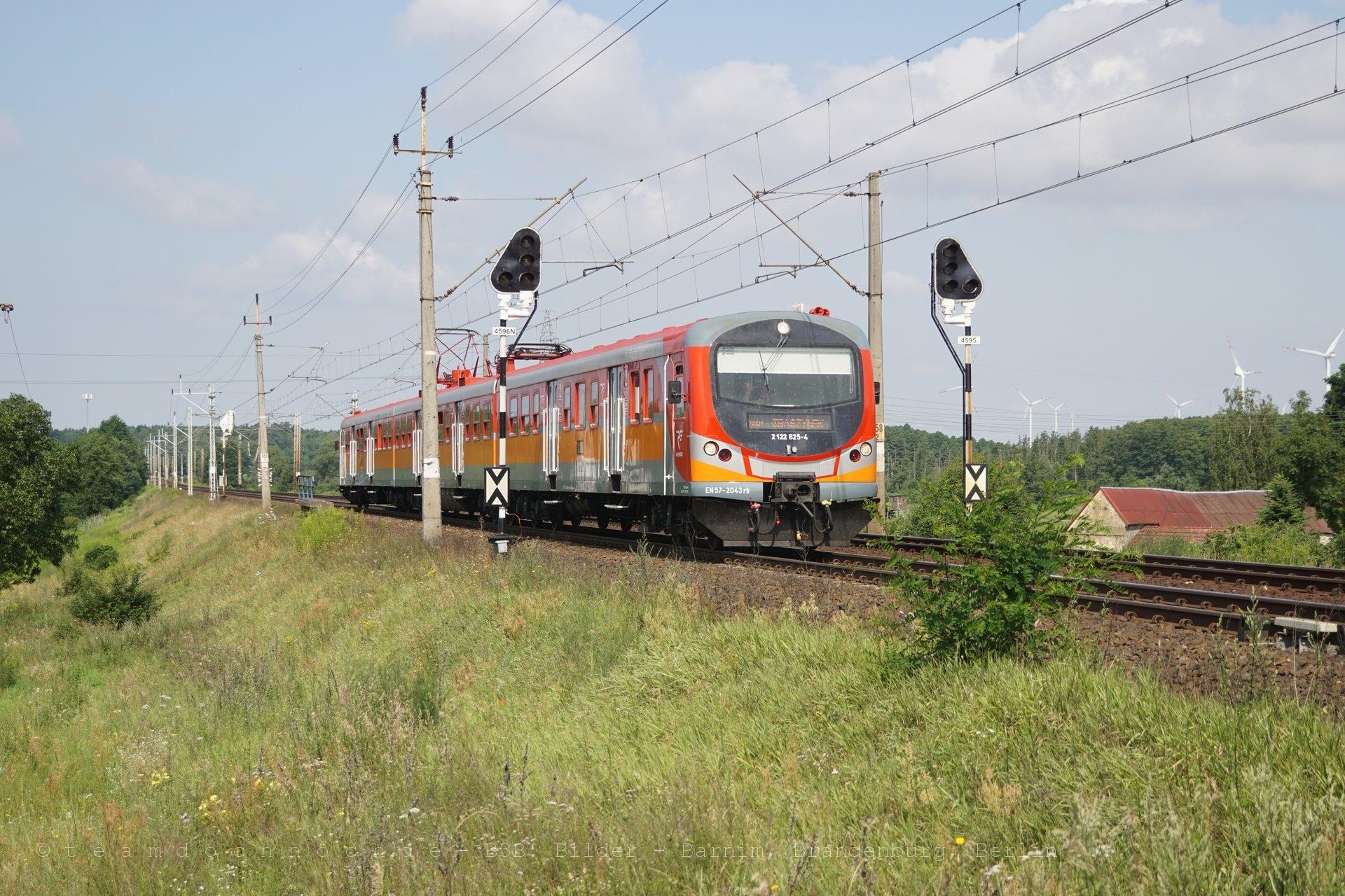 EN57AL-2043 (2 122 825-4) auf dem Weg nach Zbąszynek