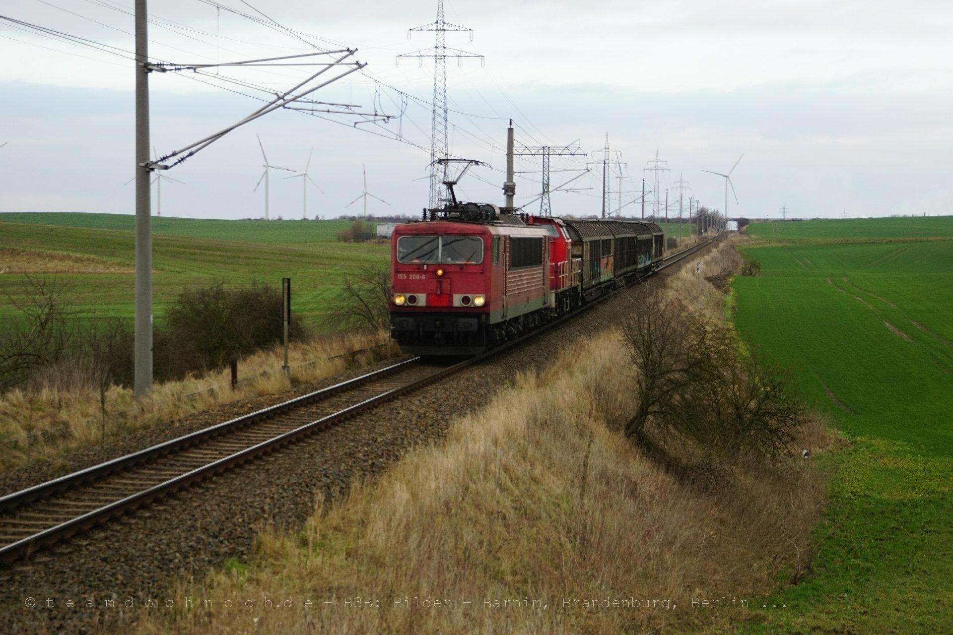 155 206-6 mit einem Güterzug zwischen Pinnow und Mürow