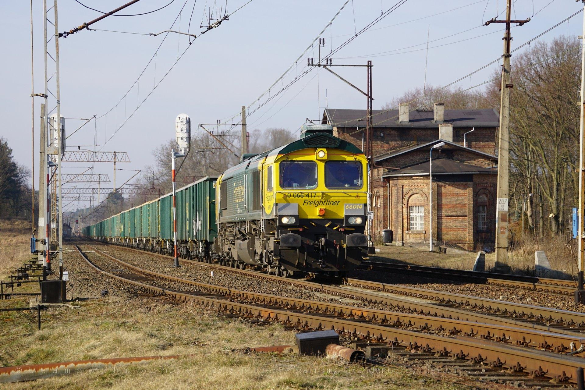 Freightliner 66014 durcheilt Gądków Wielki