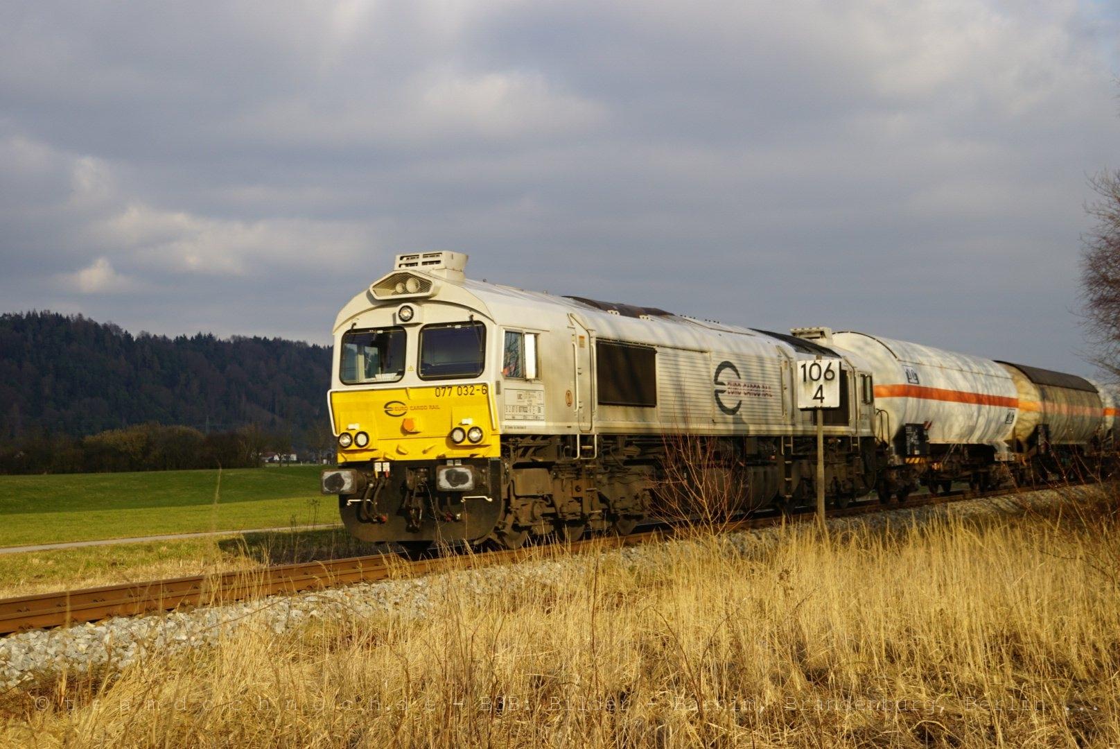 077 036-6 mit einem Gaskesselwagenzug auf dem Weg nach Mühldorf am Inn
