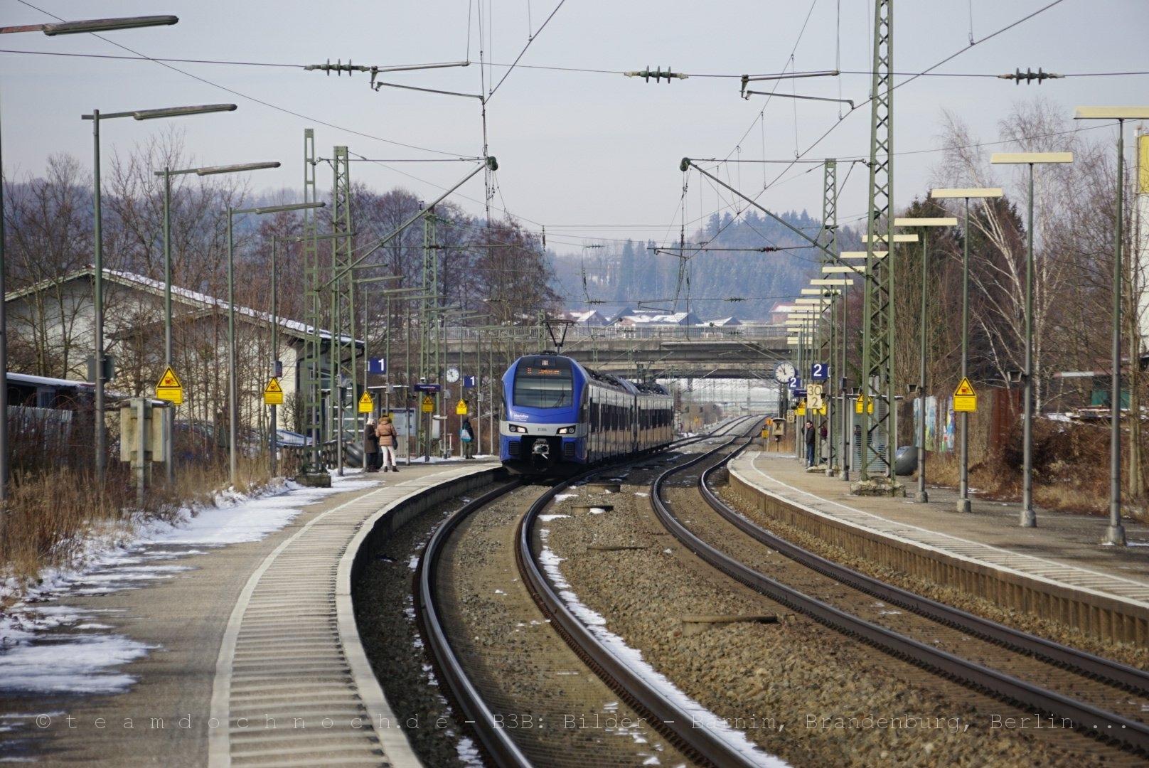 Meridian nach Salzburg bei Einfahrt in den Bahnhof Bernau am Chiemsee