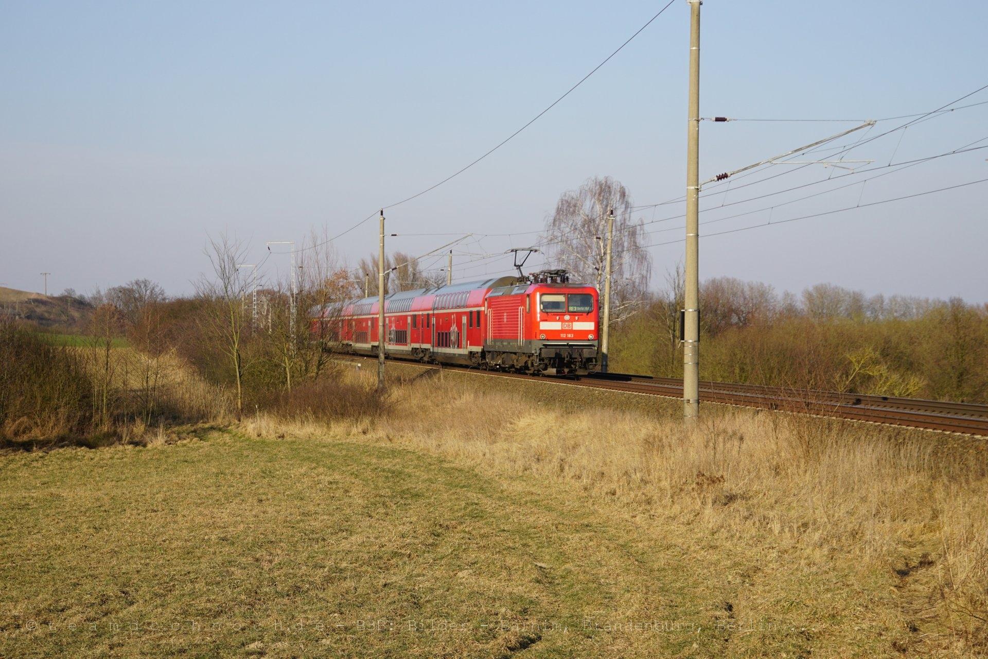 RE3 mit 112 183 südlich von Angermünde