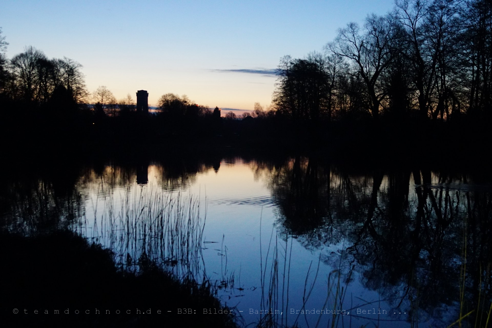 Finowkanal und Wasserturm am Morgen