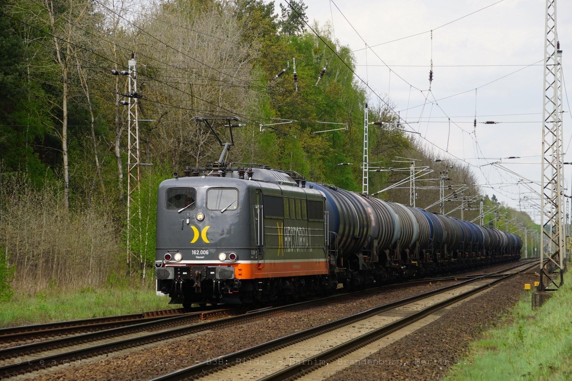 Hectorrail 162.006 muß in Biesenthal an die Seite
