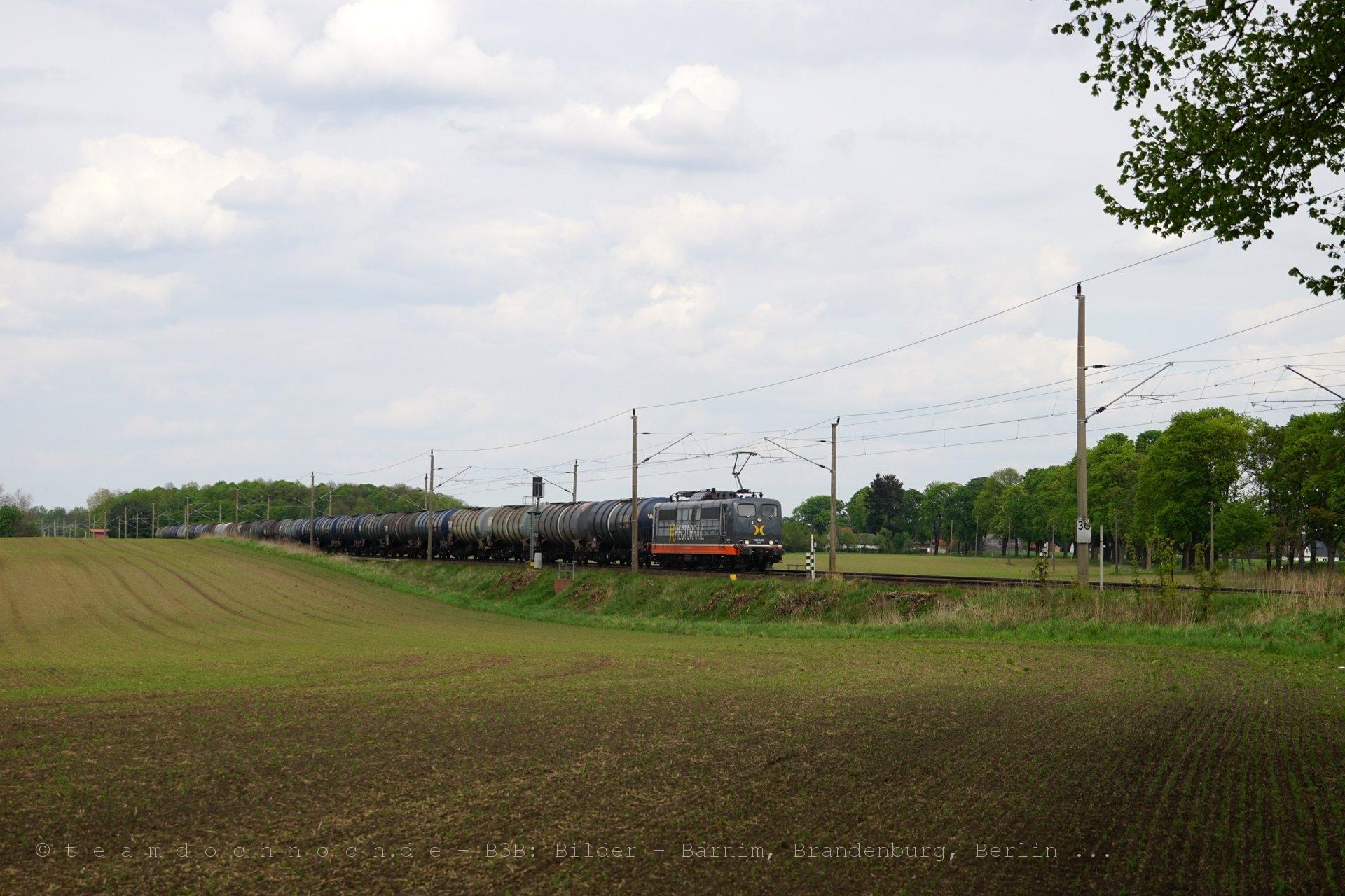 Hectorrail 162.006 am Bahnübergang Rüdnitz – Danewitz (K6005)