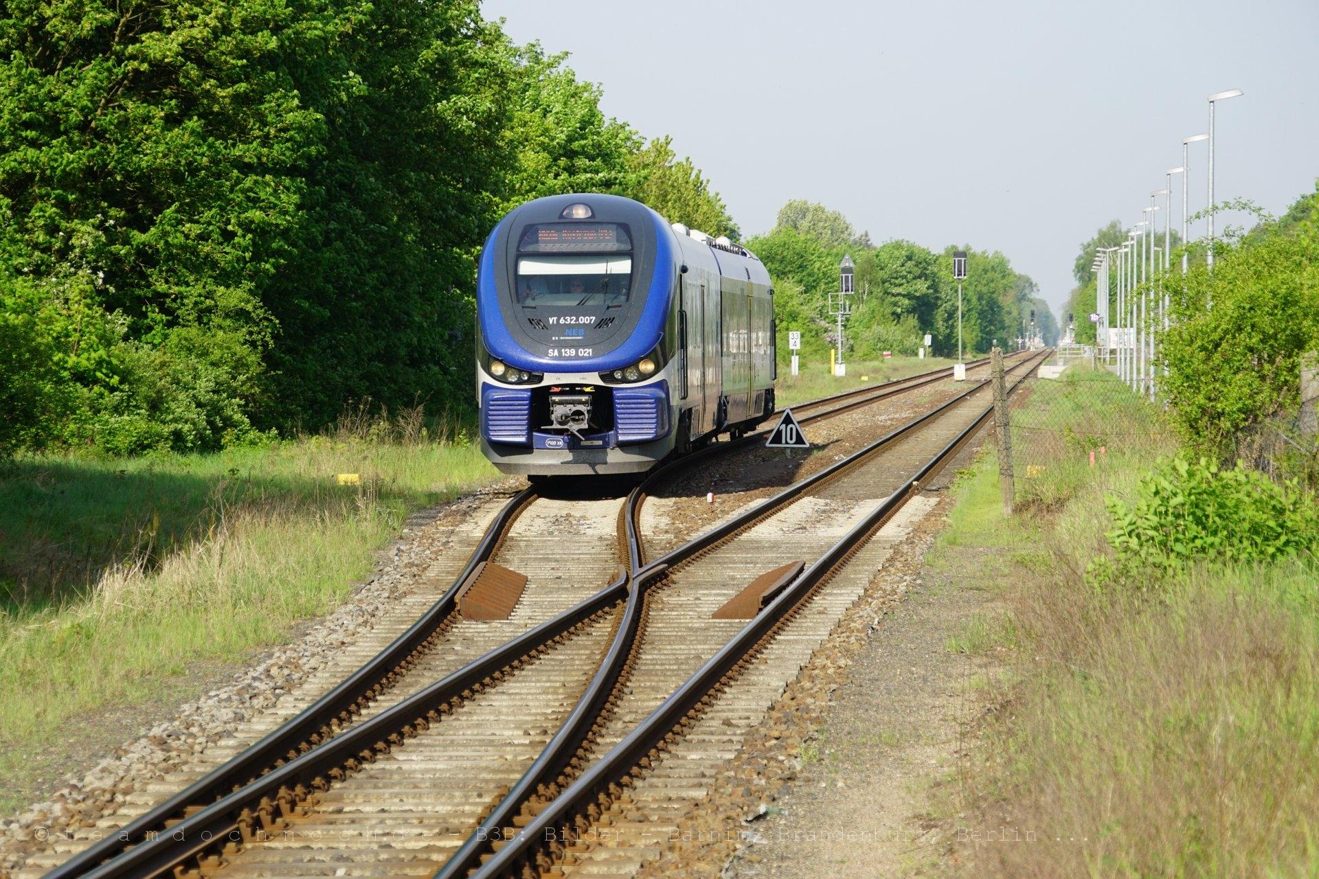 VT 632.007 / SA139 021 der NEB in Rehfelde an der Ostbahn